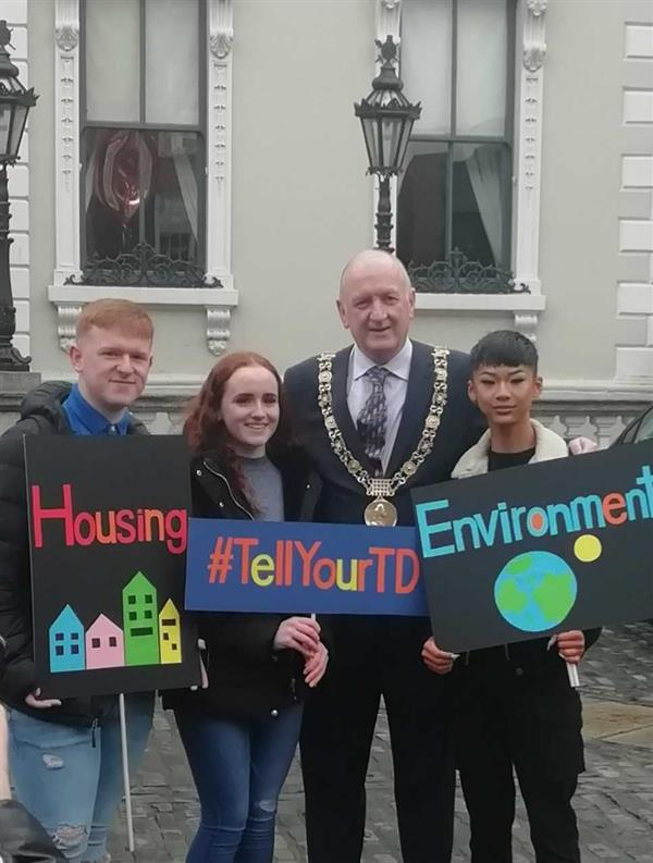 Donahies YSI students meet the Lord Mayor of Dublin Nial Ring at the YSI speak out.